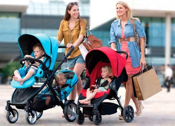 Мамы гуляют с детьми в колясках